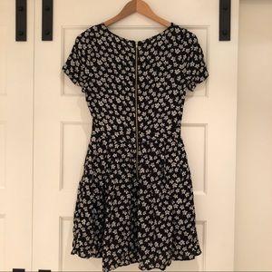 Rush Dresses - Adorable zipper back floral dress🌼 Like new